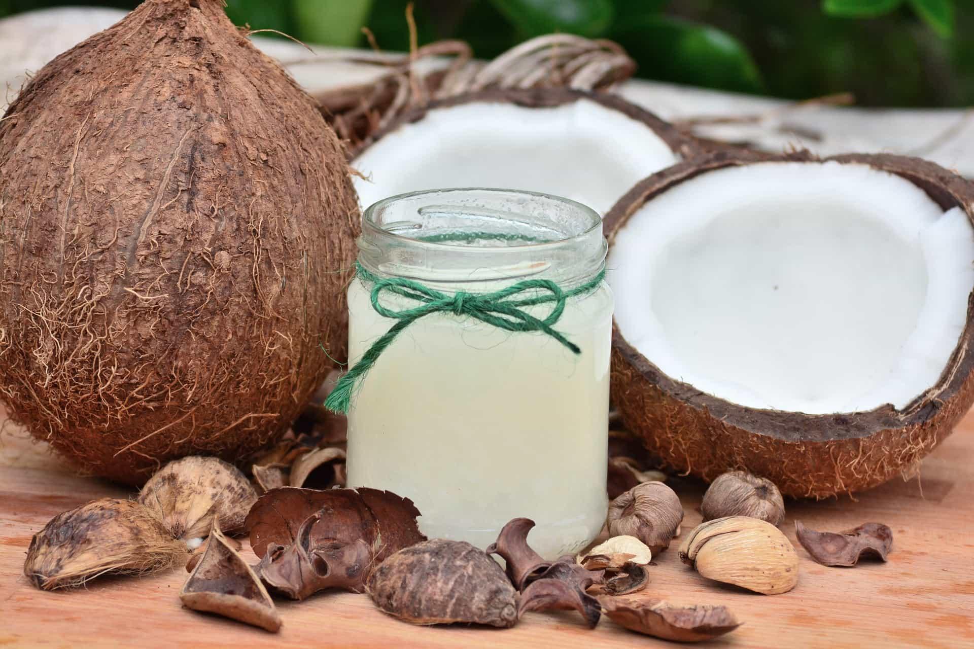 10 Gründe, Warum Sie Kokosöl In Ihre Pflege Einbauen Sollten